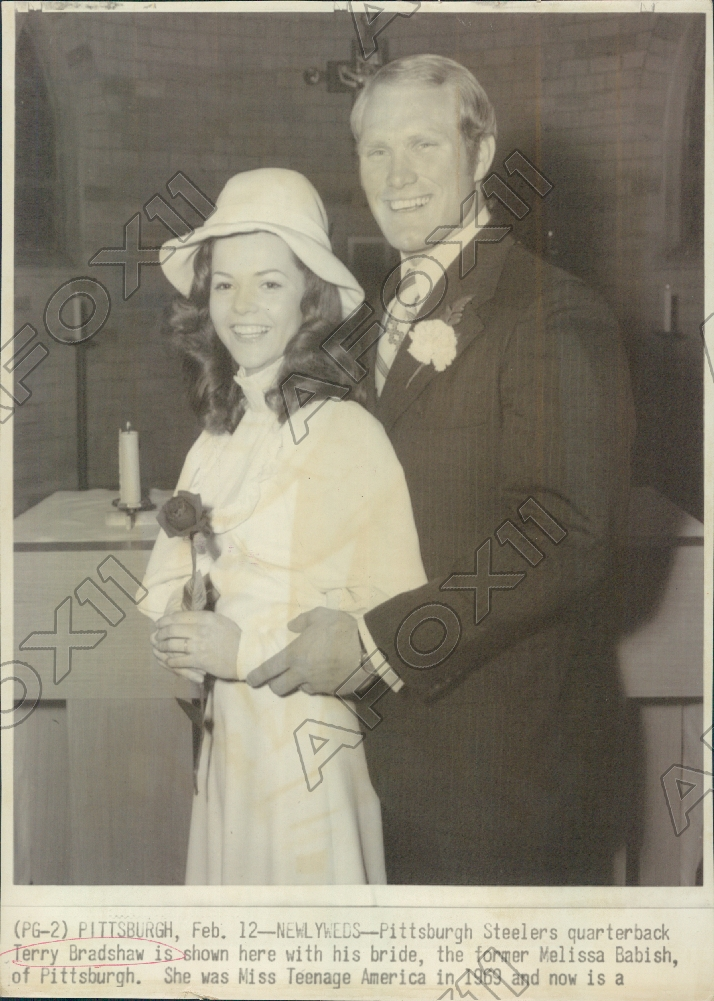 Qb Terry Bradshaw Marrys Melissa Babish It Shows The And His Bride On Day Of Their Wedding Photo Measures 7 X 10 Inches Is Not Dated